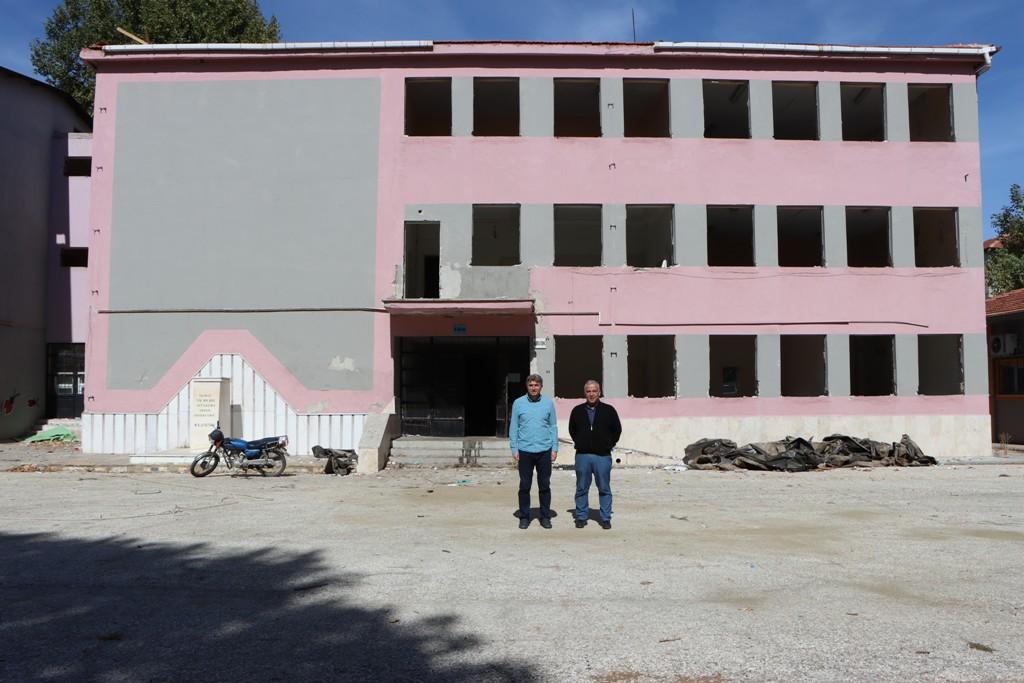 Tabduk Emre İlkokulu ve Jeopark Ortaokulu yıkımı başladı