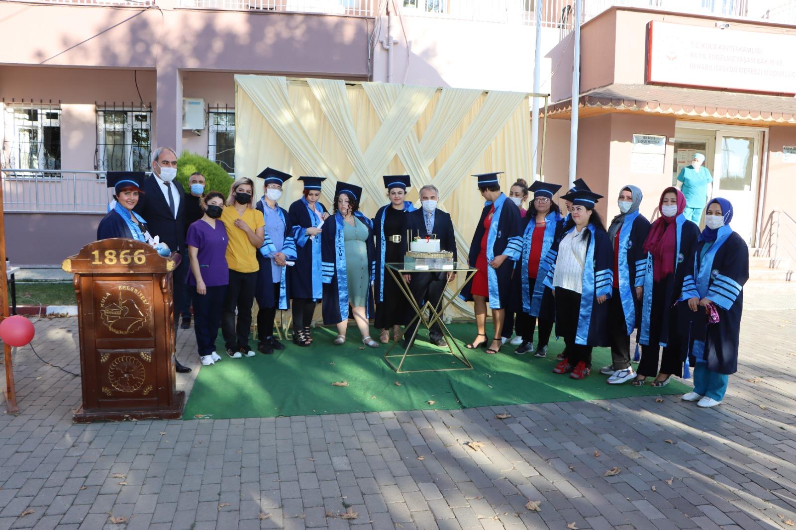 Rehabilitasyon merkezinde diploma sevinci